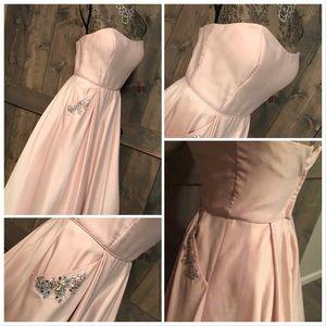 Dresses & Skirts - NWT Prom dress/Dusty rose long formal